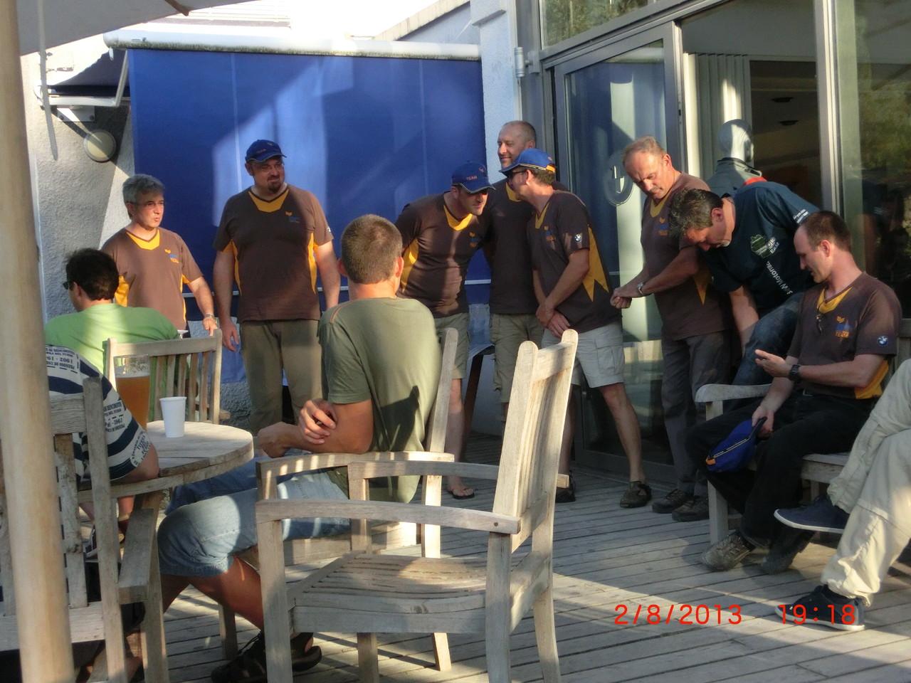Die Vorstellungsrunde von li nach re : Manfred, Jo, Thom, Bernd, Erwin, Helmut, Roland, Martin