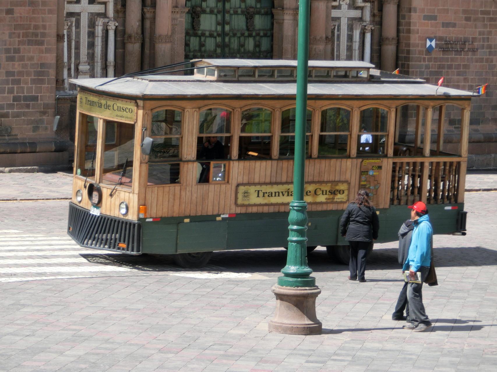 Ein Touri-Straßenbahnbus