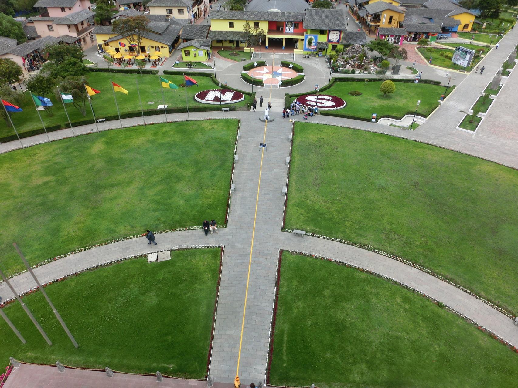 """Blick von oben auf den """"angeblichen"""" Äquator"""