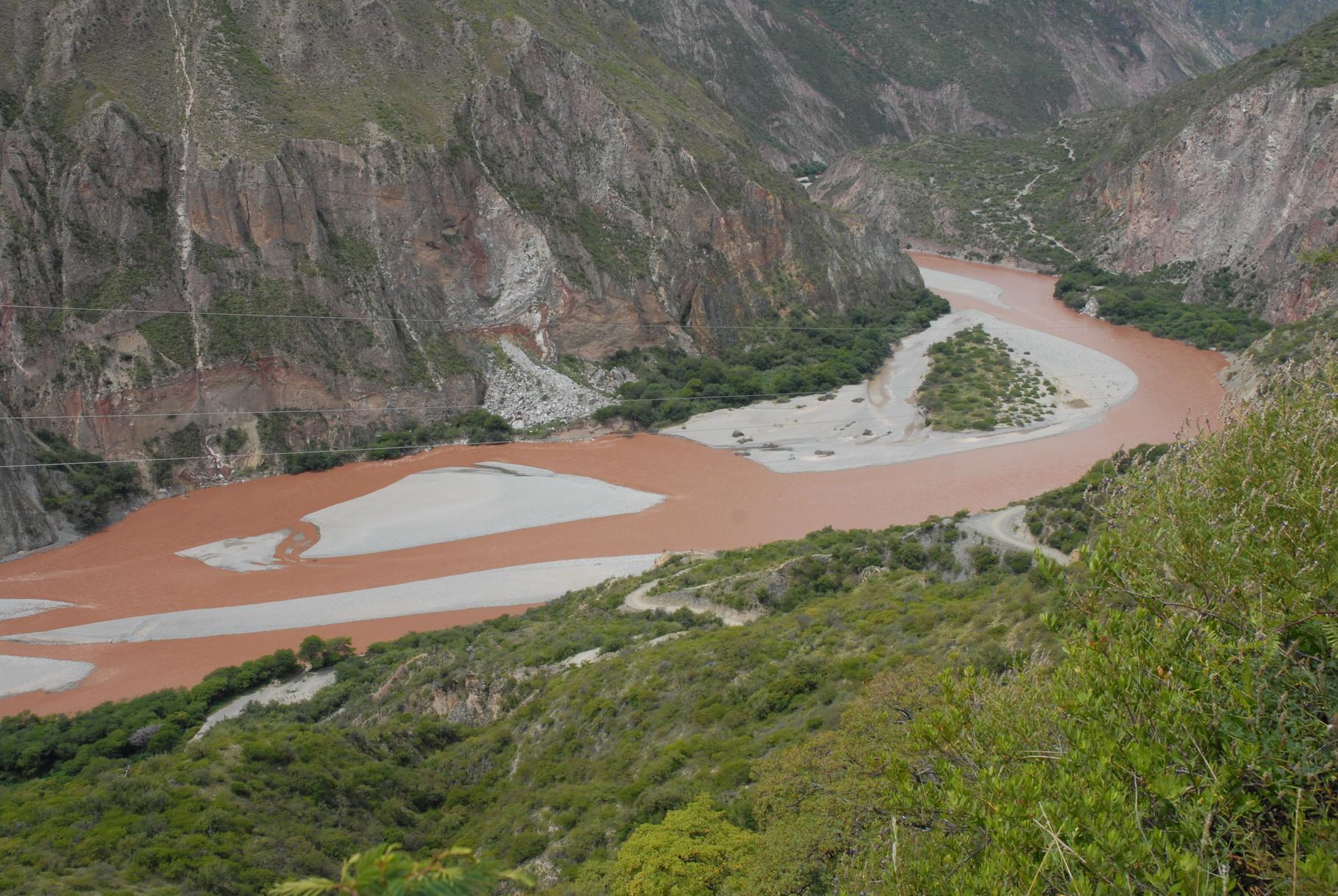 Blick auf den Rio Apurimac ... und so klares Wasser hat er