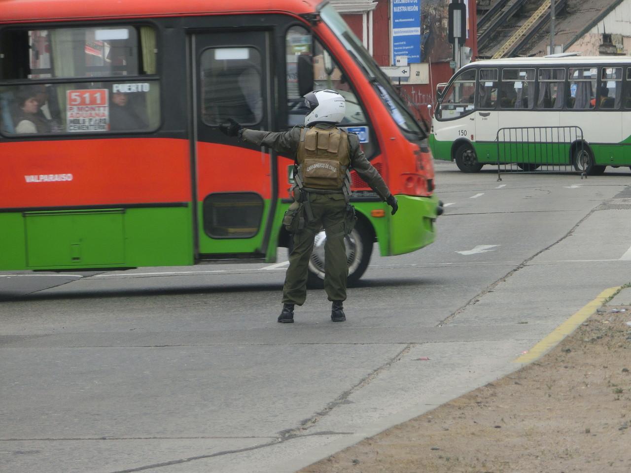 Der Verkehr in Valparaiso scheint gefährlich zu sein