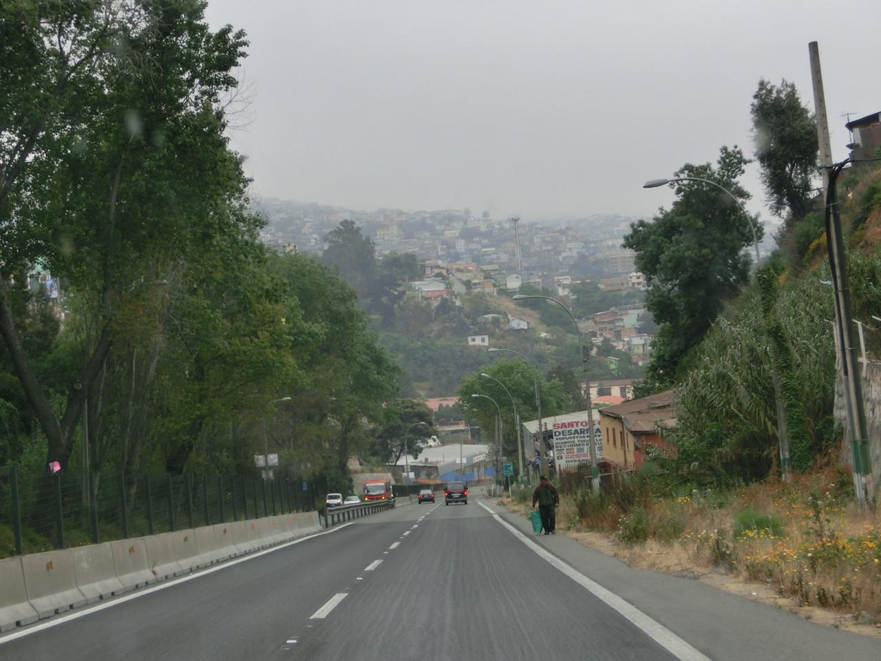 Valparaiso empfängt uns frio y nebuloso