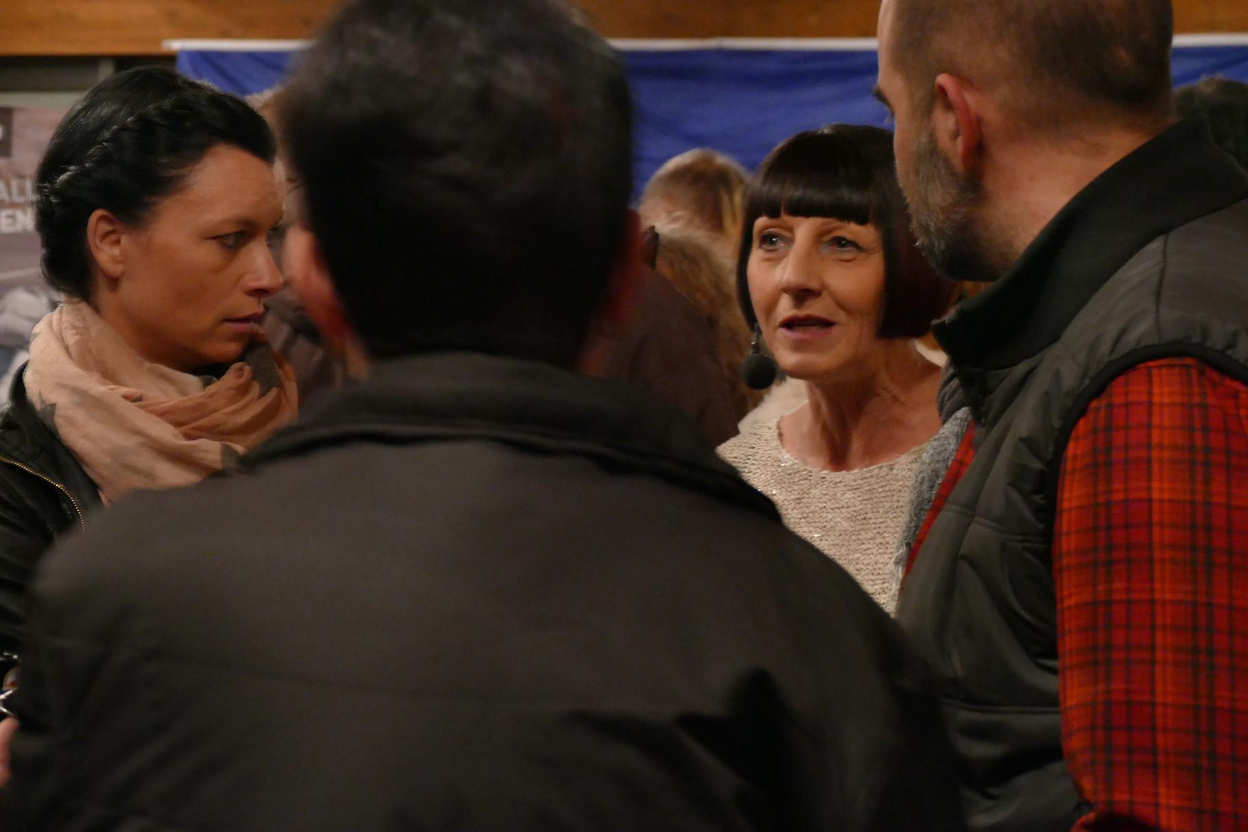 Rosi im Gespräch mit Antje und Achim Bayer