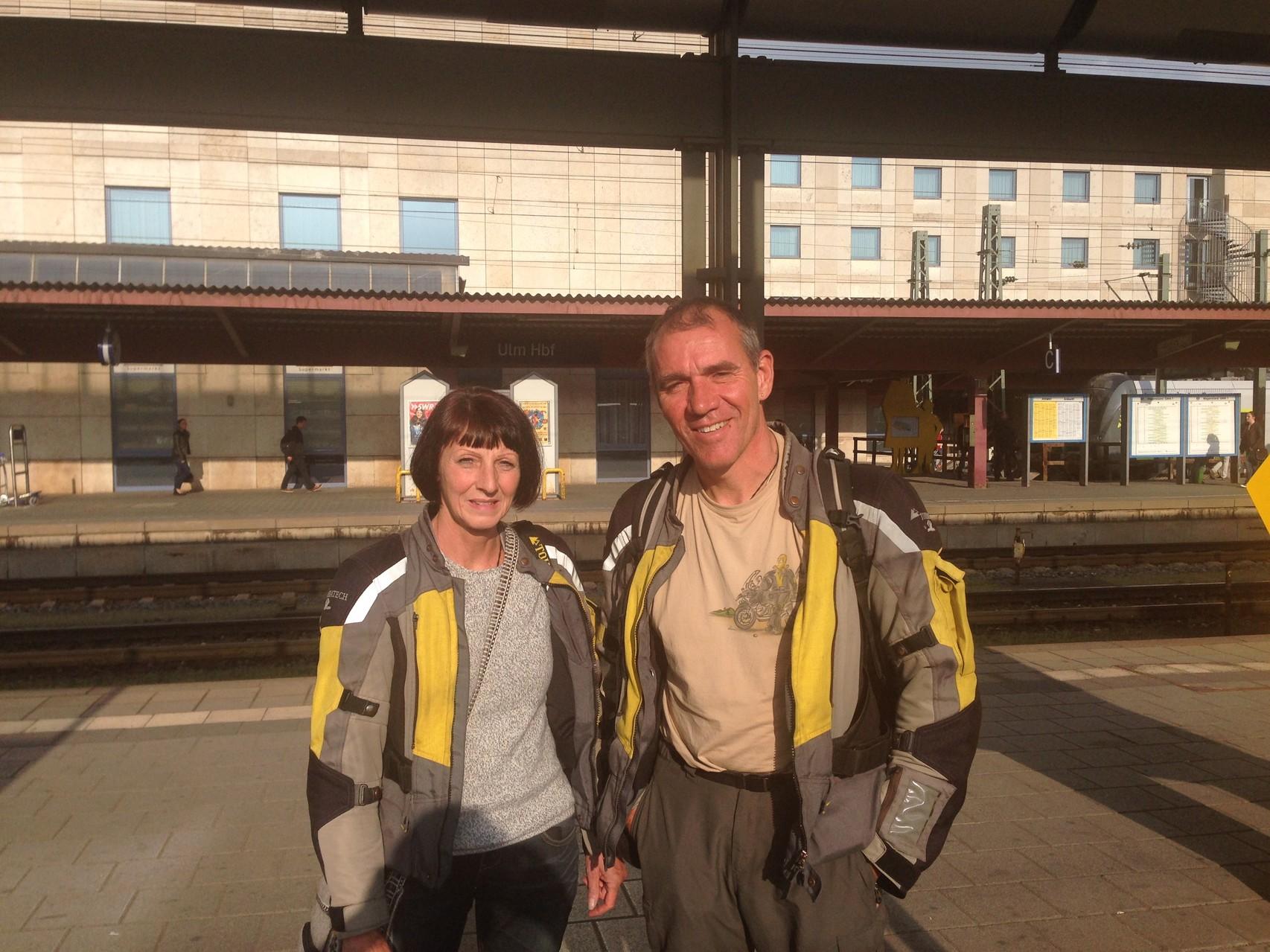 ... und gute dreißig Stunden später standen wir hundemüde am Ulmer Bahnhof