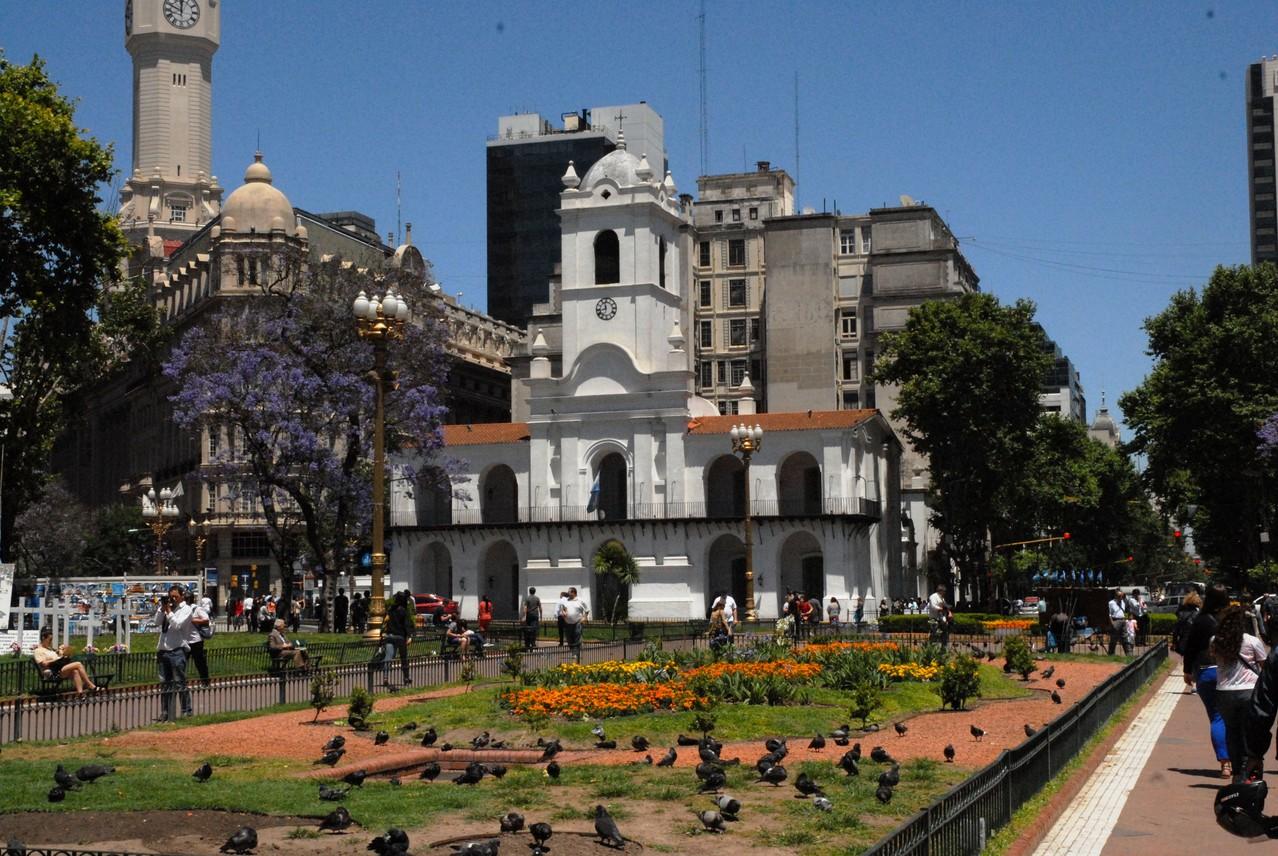 Der Cabildo vom Plaza de Mayo aus gesehen