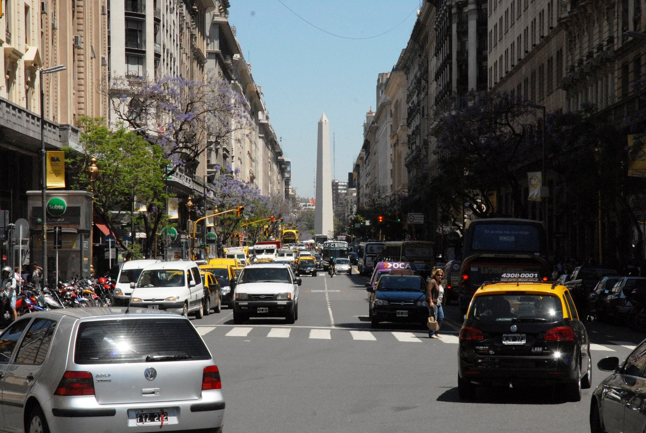 Blick in die Avenida Roque Sainz Pena mit Blick auf Obelix (sk)