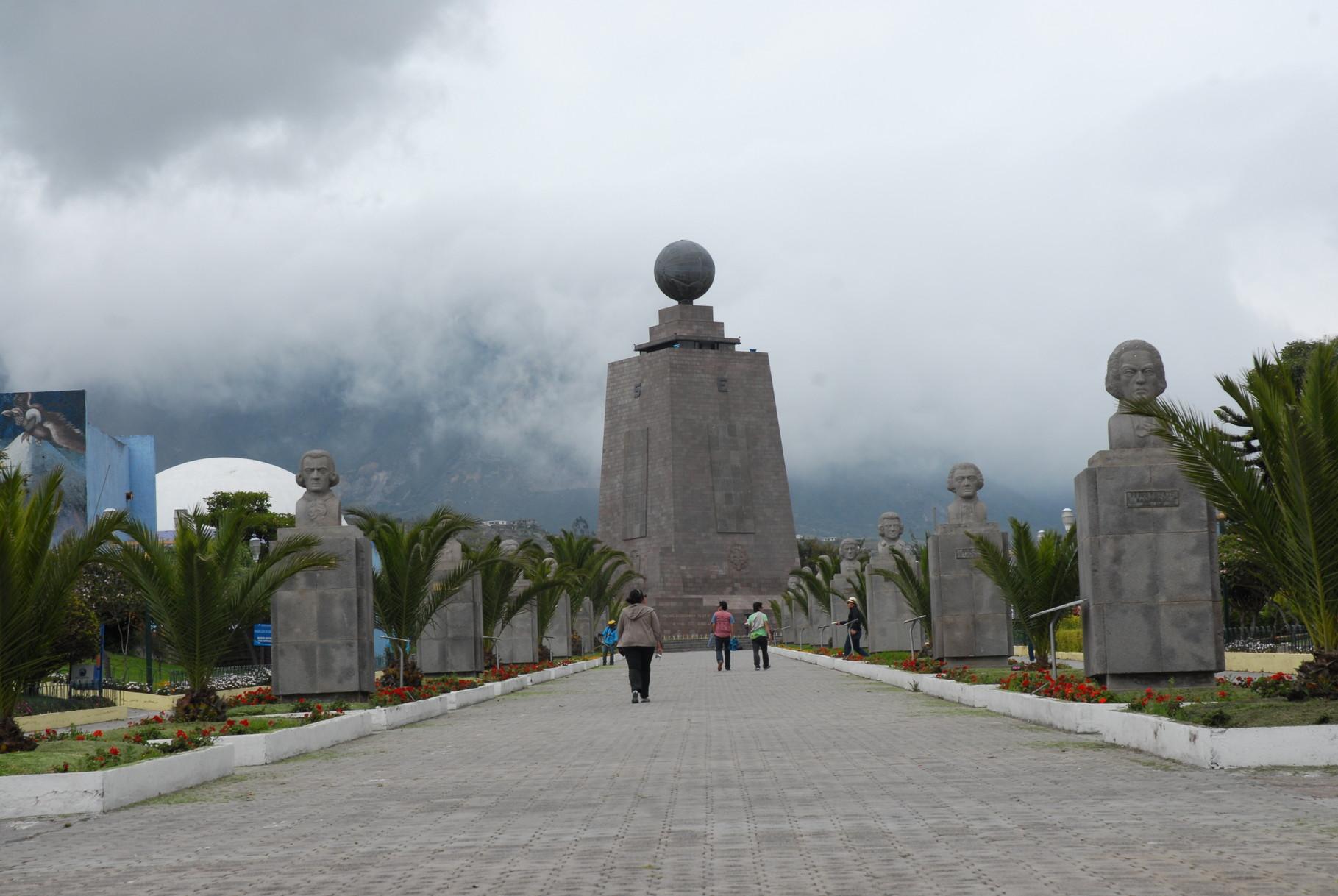 "Das Äquatordenkmal ""Mitad del Mundo"""