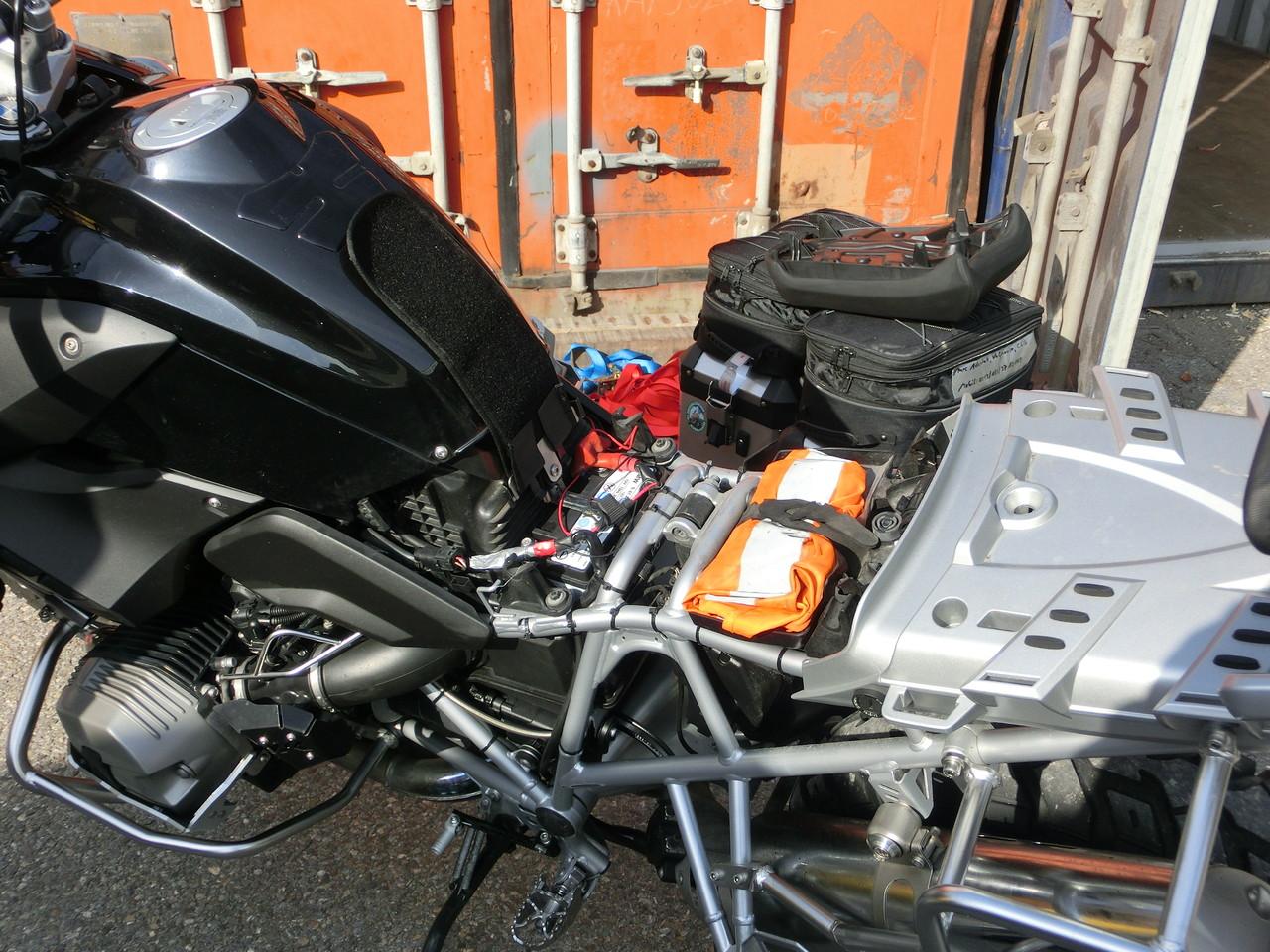 Batterie abklemmen muss für den Transport sein, damit nix passiert