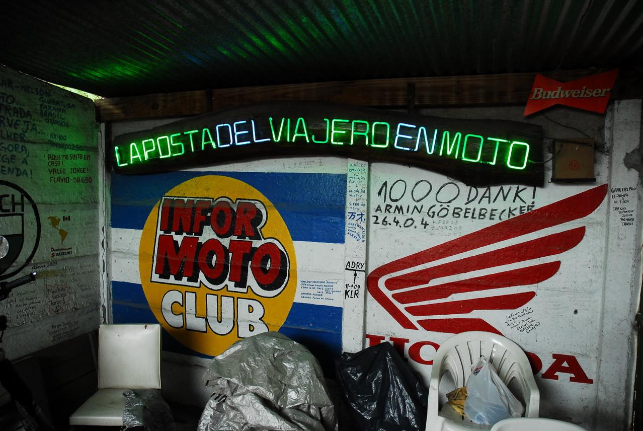 "Die Garage von Jorges ""La Posta del Viajero en Moto"""
