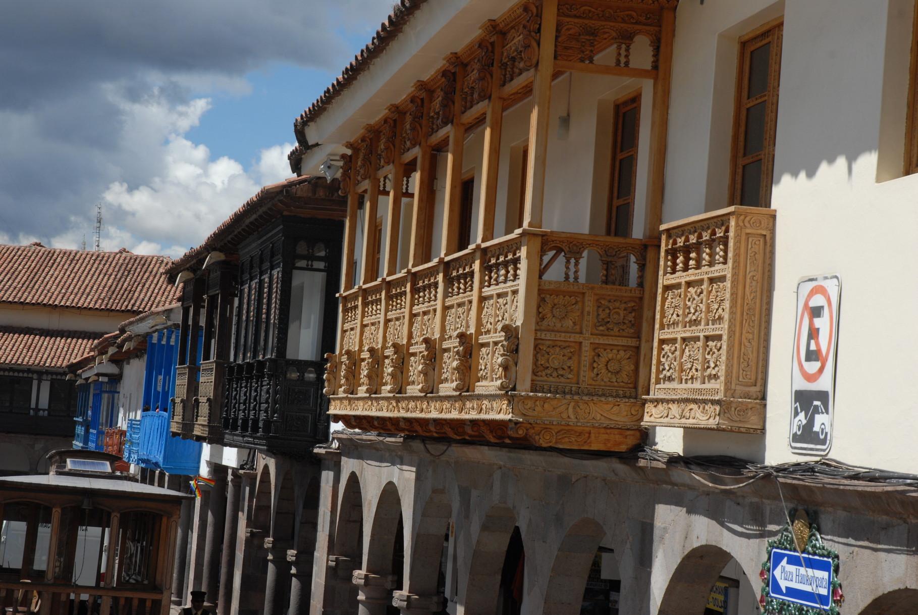 Mit den schönen Balkonen ...