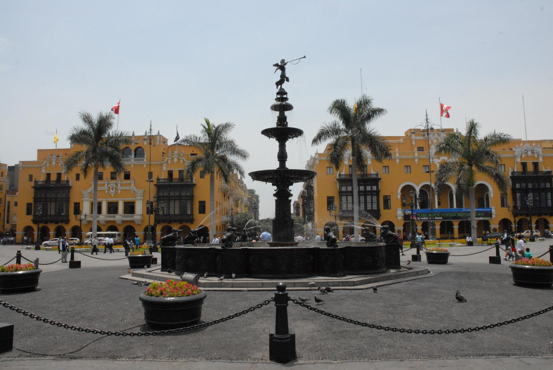 Die Plaza Mayor mit der Stadtverwaltung im Hintergrund