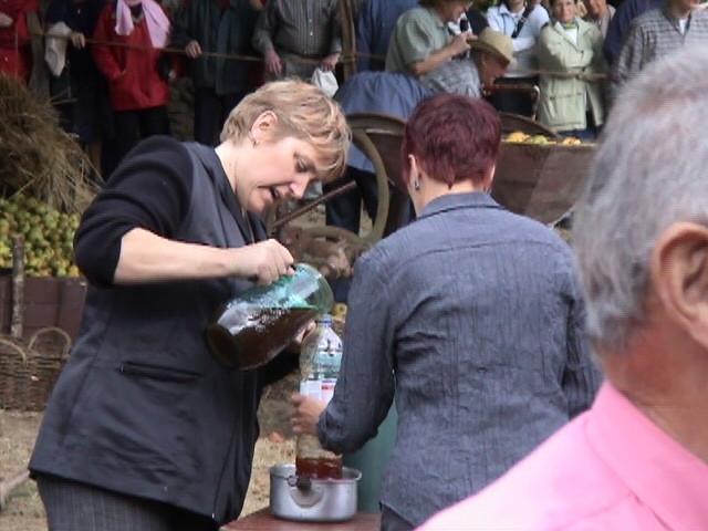 Marie-Thé au ravitaillement cidre