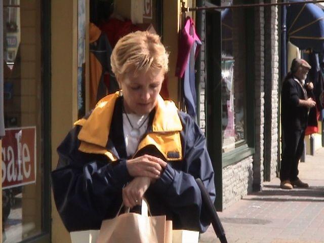 Marie-Françoise tu peux encore faire quelques achats....