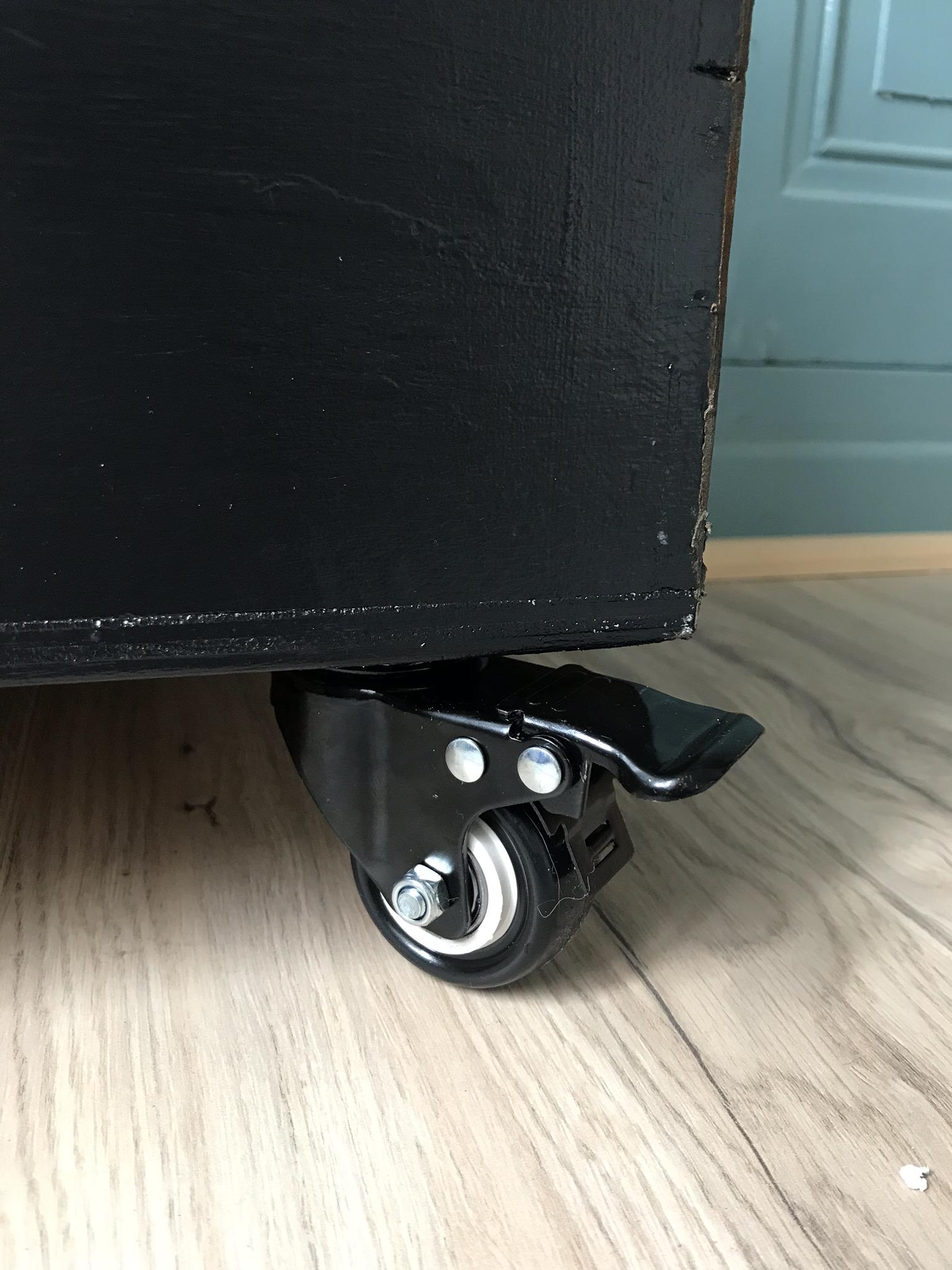 Fixation des 4 roues sous la caisse