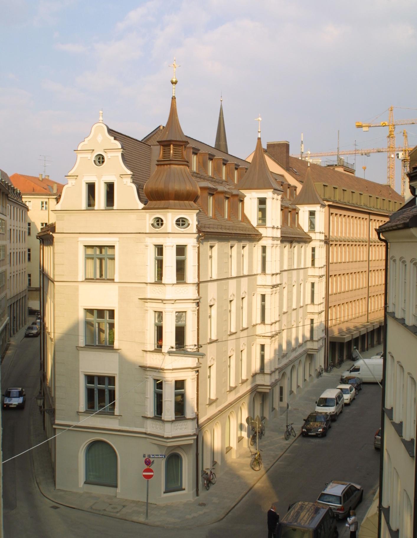 Unutzung, Erweiterung + Teilentkernung Denkmal geschütztes Gebäude (5.000 qm NFL), München