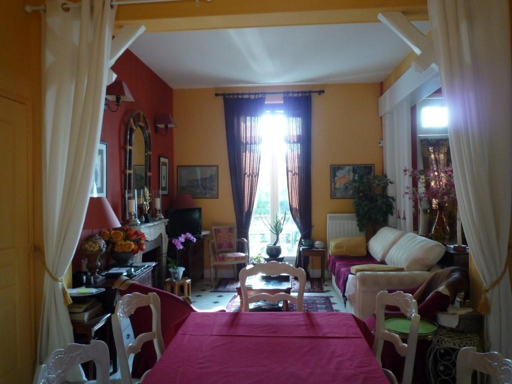 Deuxième salon, vu depuis la salle à manger