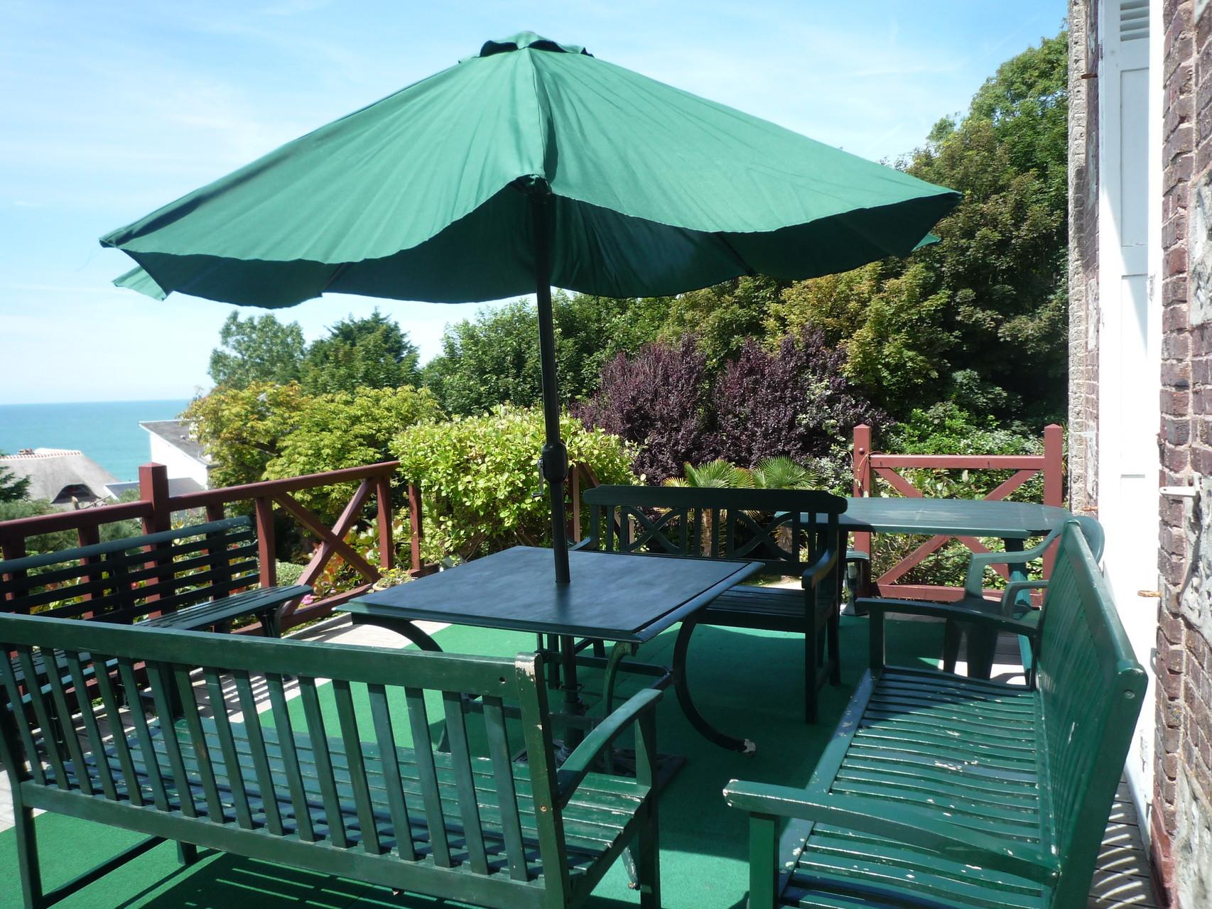 Le salon de terrasse, la terrasse mesure 50m²