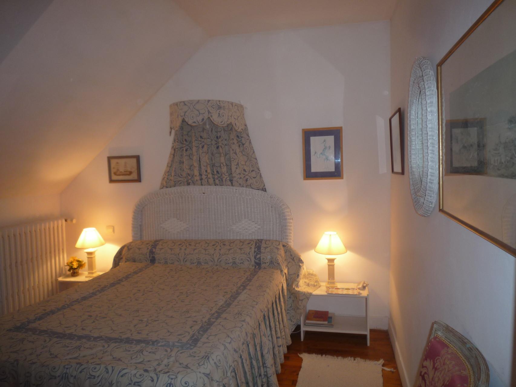 Chambre bleue, au deuxième étage