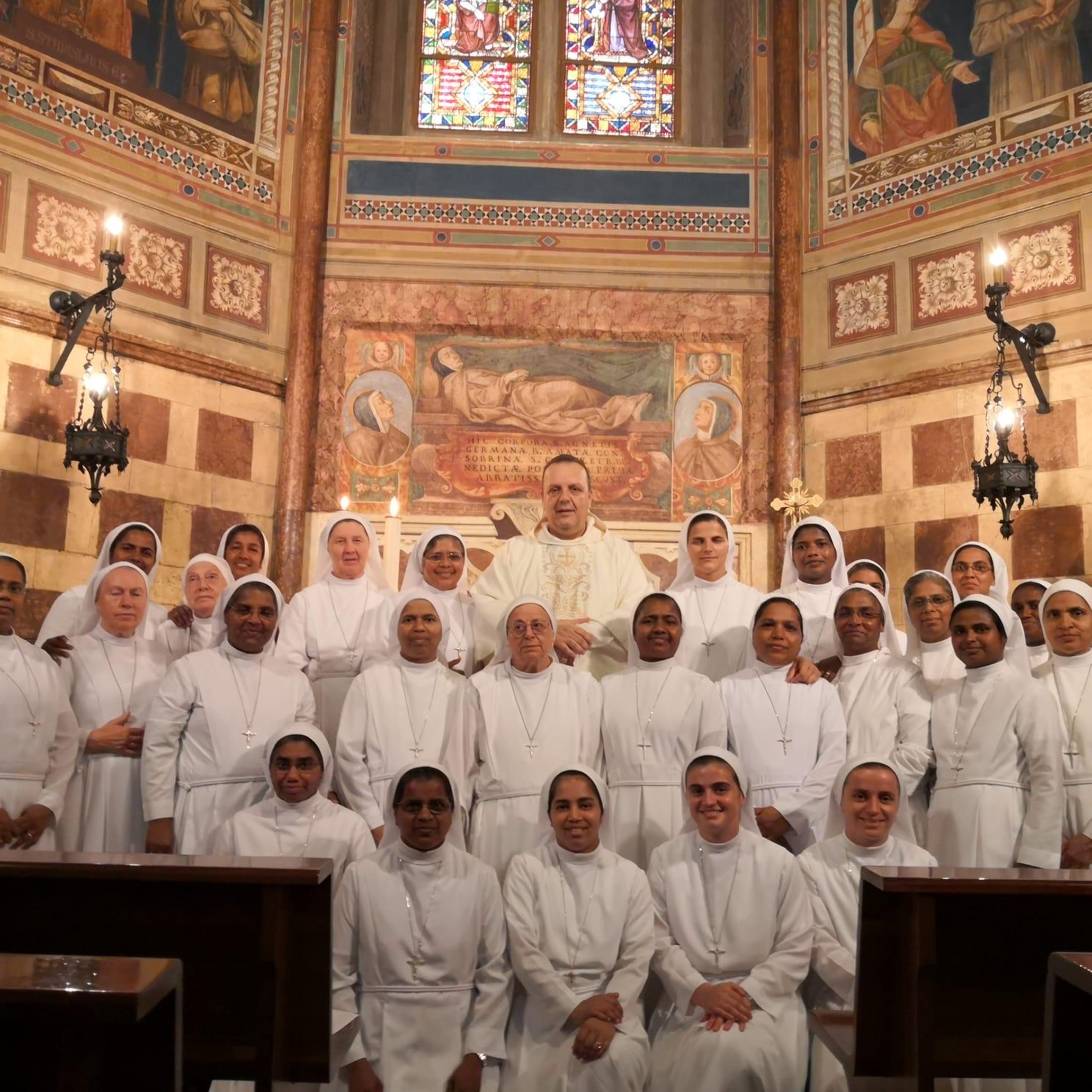 Gruppo Capitolare insieme a P. Sandro Guarguaglini OFM ad Assisi
