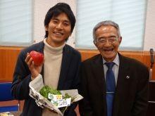 右側が奇跡のりんごの木村秋則先生