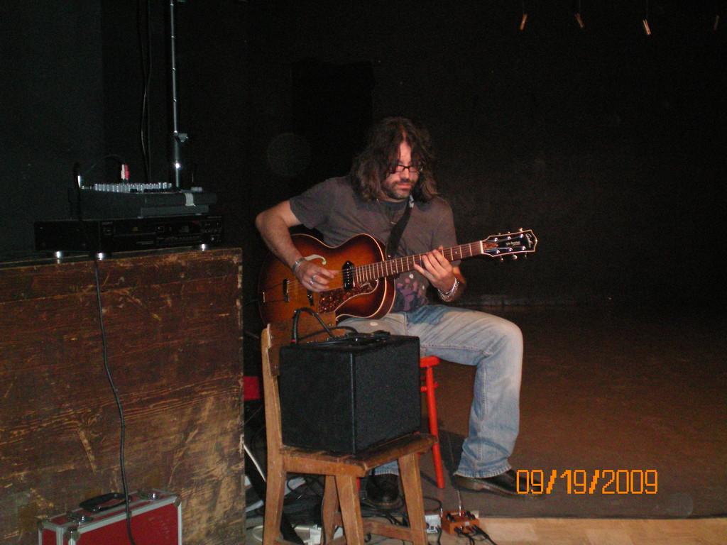 Daniele Bonadei alla chitarra...