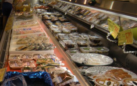 魚健 鮮魚部 店内