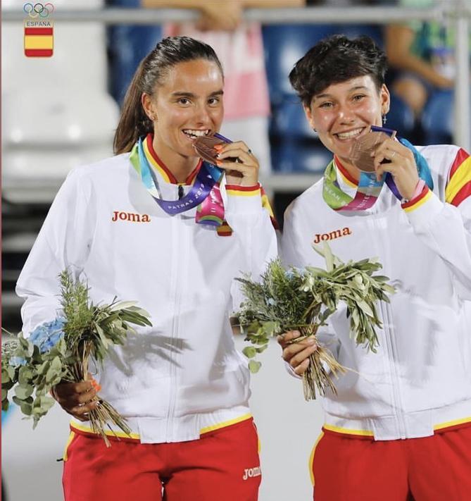 Eva Fernández y Sabrina López, las más jóvenes del #beachtennisgrupfemeni obtienen la medalla de bronze en los II Mediterranean Beach Games celebrados en Patras, Grecia