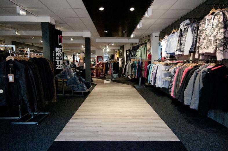 Auswahl satt in unserem NJU:S-Store in Soltau: Mode, Schuhe und Accessoires von Labels wie Superdry, Nike, Khujo und mehr.