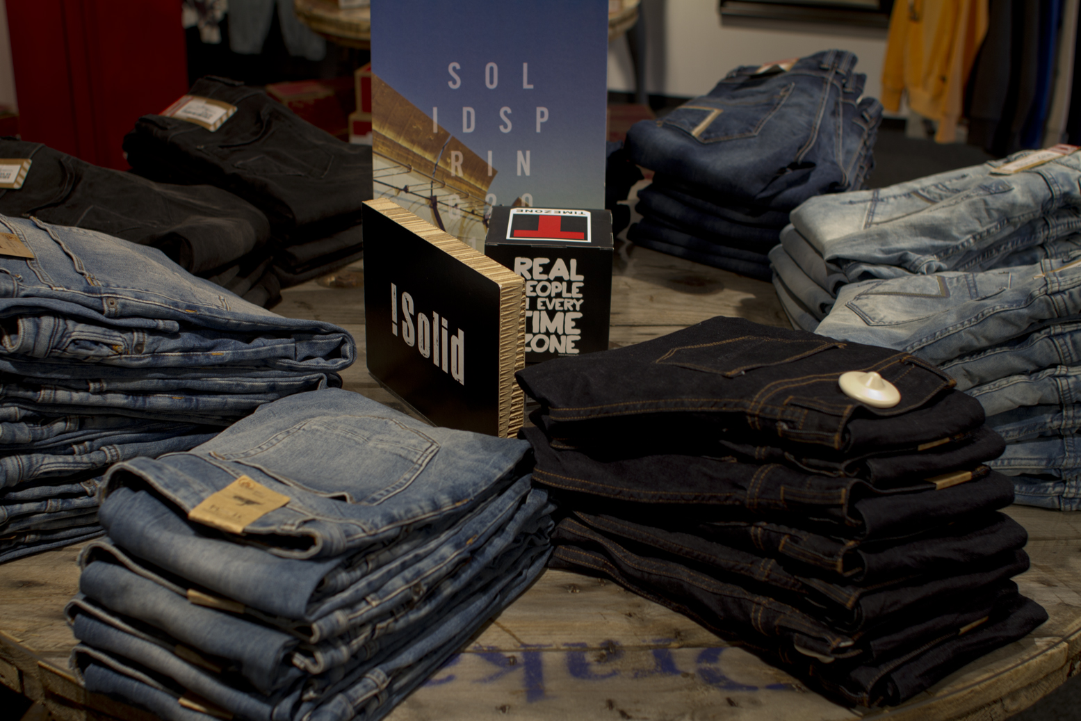 Auf der Suche nach der ultimativen Jeans? Ob Solid oder Timezone, schwarz oder blau - whatever. Bei NJU:S in Soltau werdet Ihr fündig.