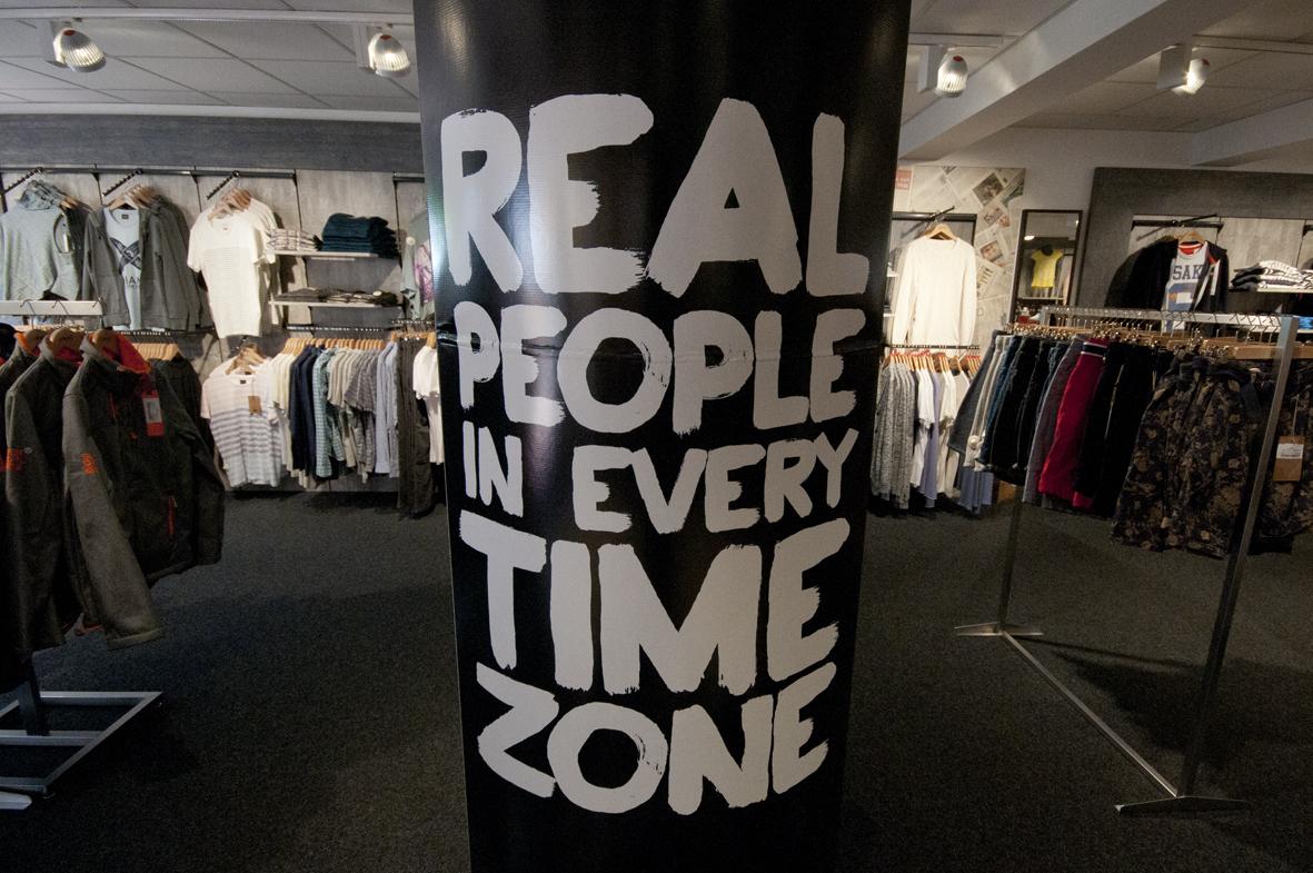 Timezone bei NJU:S in Soltau: Jeans, Jacken, Chinos, Hemden, Tops - you name it. Vorbeikommen und entdecken.