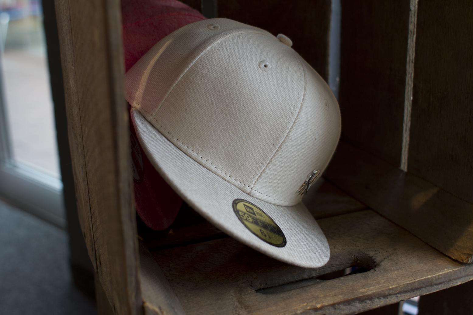 Unser Accessoire-Sortiment kann sich sehen lassen: Egal ob Sonnenbrillen, Mützen, Handschuhe, Schals oder Caps, hier wirst Du fündig.