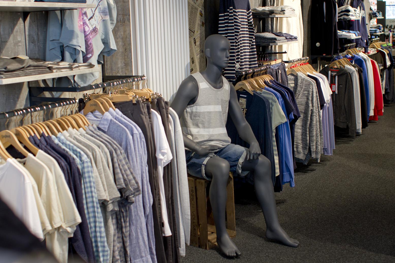 Unser NJU:S-Store in Soltau hat jede Menge Oberteile für Euch: Shirts, Tops, Hemden, Blusen, Jacken, Pullover - you name it.