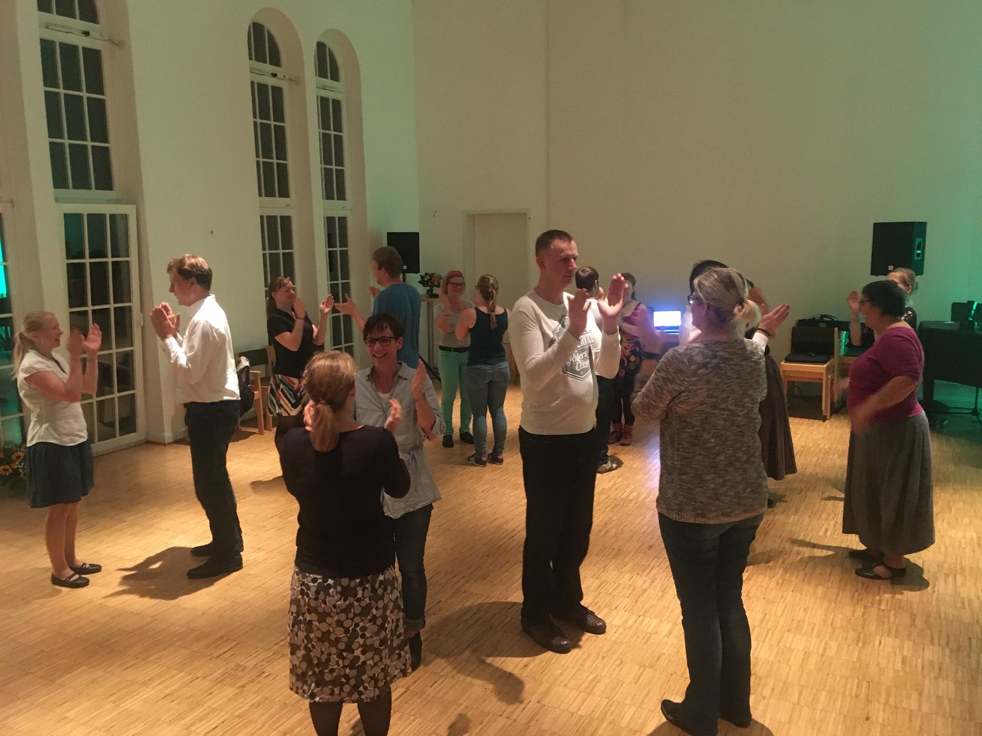 """Ohne den wohl bekanntesten traditionellen Tanz """"Plaukstiņpolka"""" vergeht kein Tanzabend"""