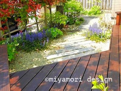 デッキのある庭©miyamori design