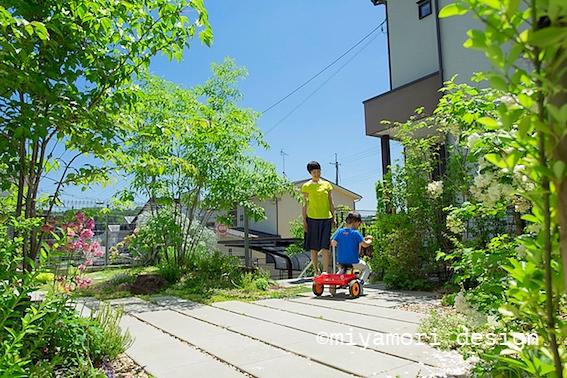 施工例「丘に佇む住まい」写真©miyamori design