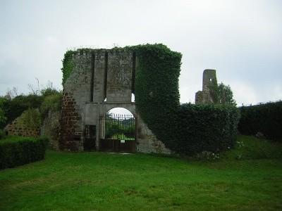 Le château de la Brosse près de Saint-Benoit-du-Sault.