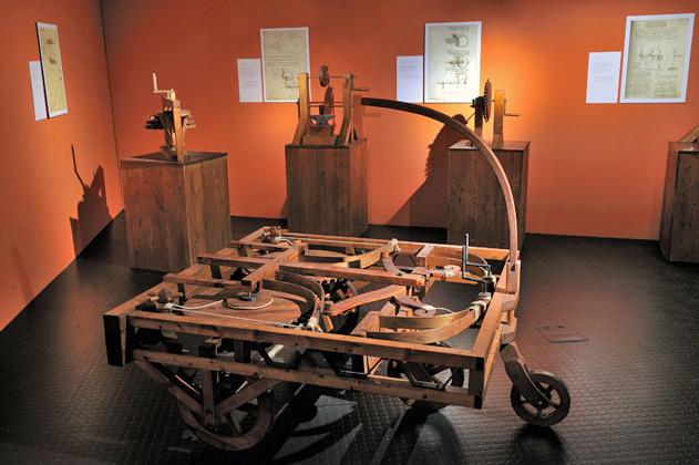 Considérée comme l'ancêtre de l'automobile, cet engin tirait sa force de ressorts métalliques remontés à la main. (Alain Germond, Musée d'histoire naturelle de Neuchâtel)
