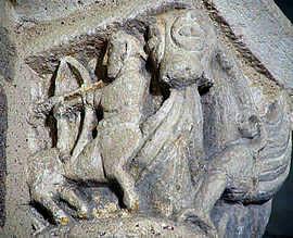 Un centaure sculpté dans un chapiteau dans l'église de Neuvy-Saint-Sépulcre.
