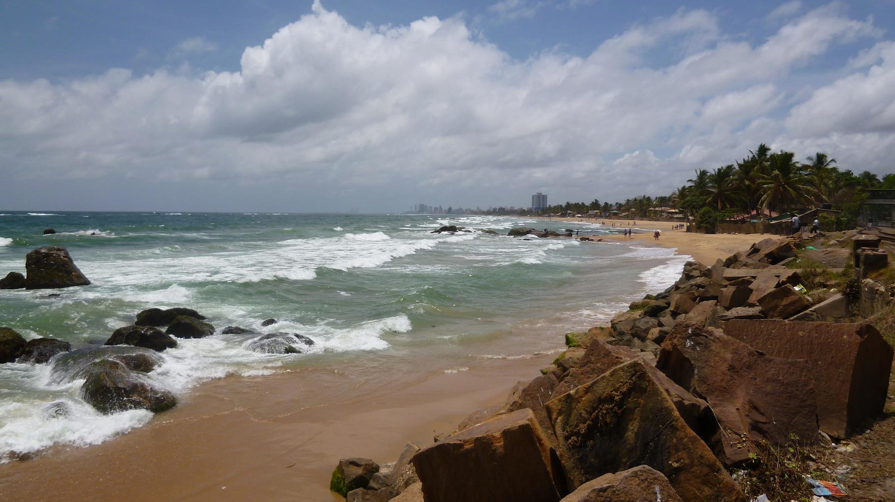 Mount Lavinina Beach - im Hintergrund Colombo