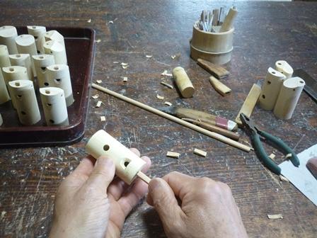 カッコウ笛製作中 フィップルを取り付けて音出し