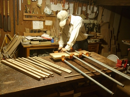 木製インディアンフルート製作中