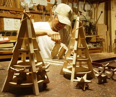 モミの木とトナカイ クリスマスツリー製作中 組み立て