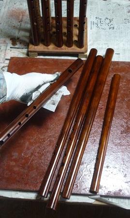 オリジナル横笛木製管 仕上げ漆塗り