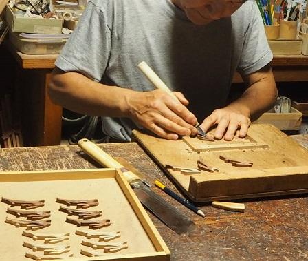 うさぎのブローチ製作中~彫り~