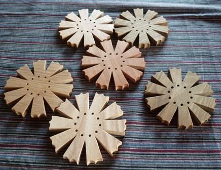 コスモス 木のポット敷き