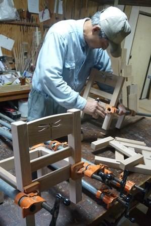 ムクの木の子供椅子本組立て