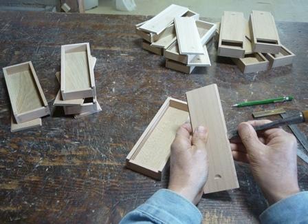木の筆箱製作中 スライド蓋の調整