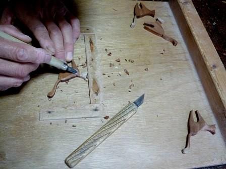 ネコのブローチ手彫りです。