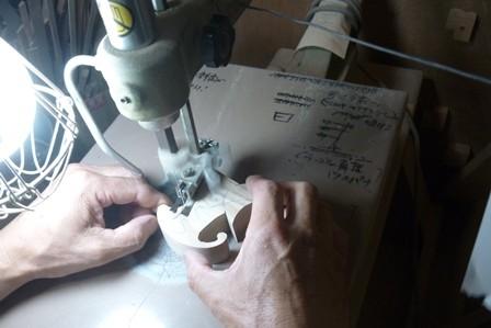 ファオーキャッツ 糸鋸での切抜き作業