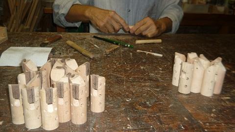 木のオカリナの製作中 歌口プレートの取り付け